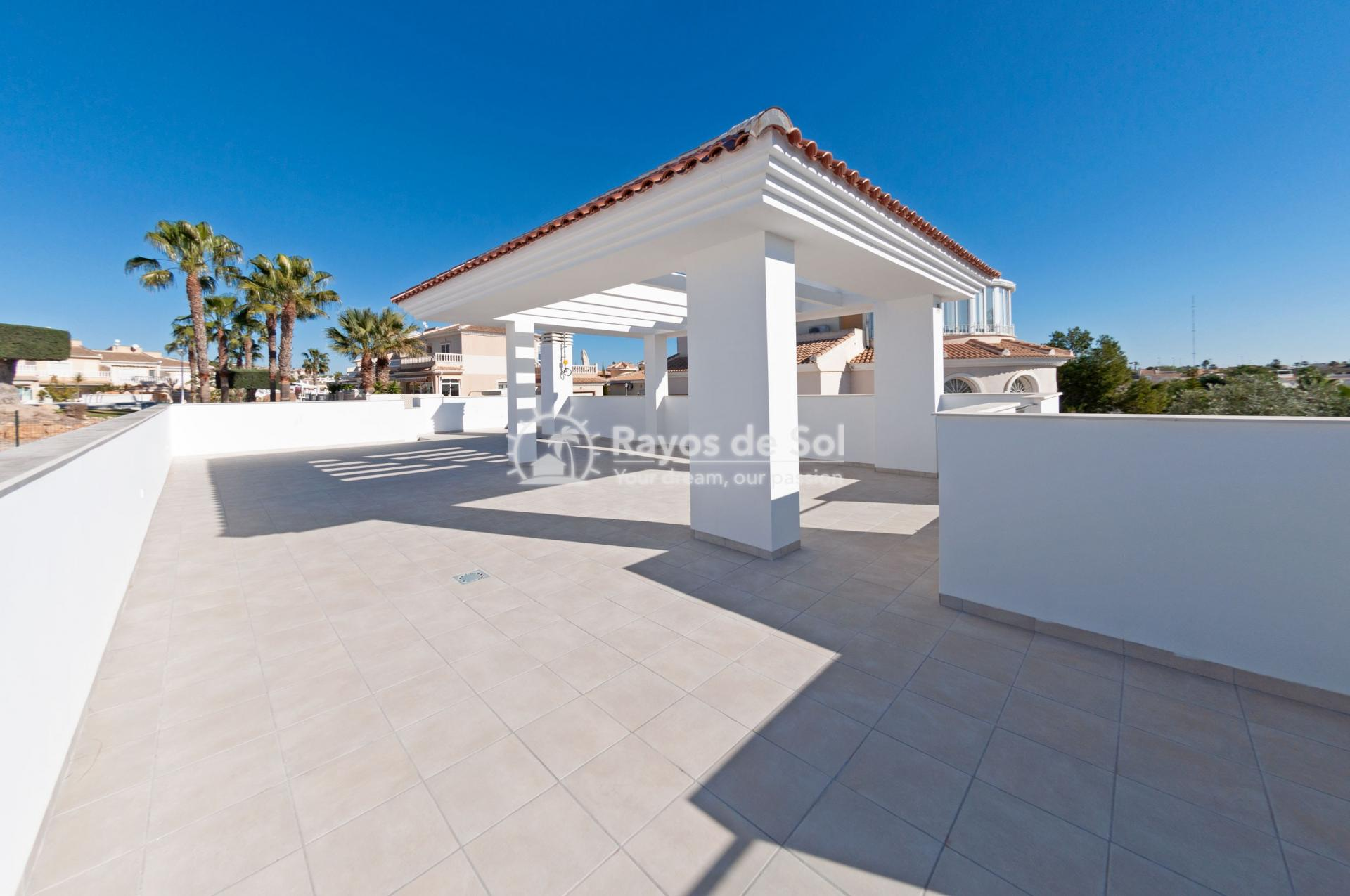 Detached villa  in Doña Pepa, Quesada, Costa Blanca (QUEUVE) - 9