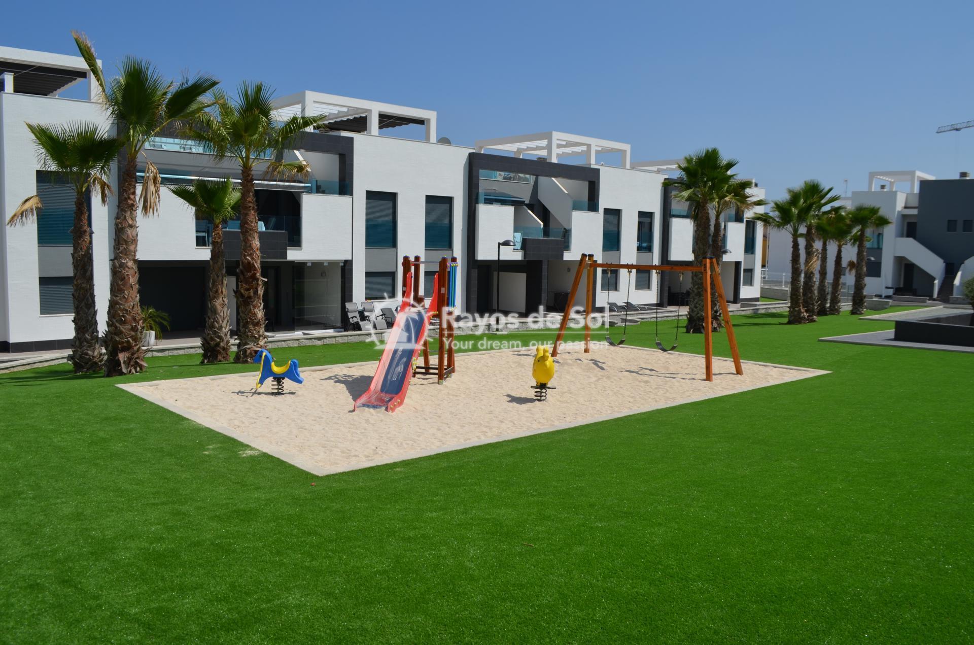 Apartment  in Punta Prima, Orihuela Costa, Costa Blanca (mp477) - 25
