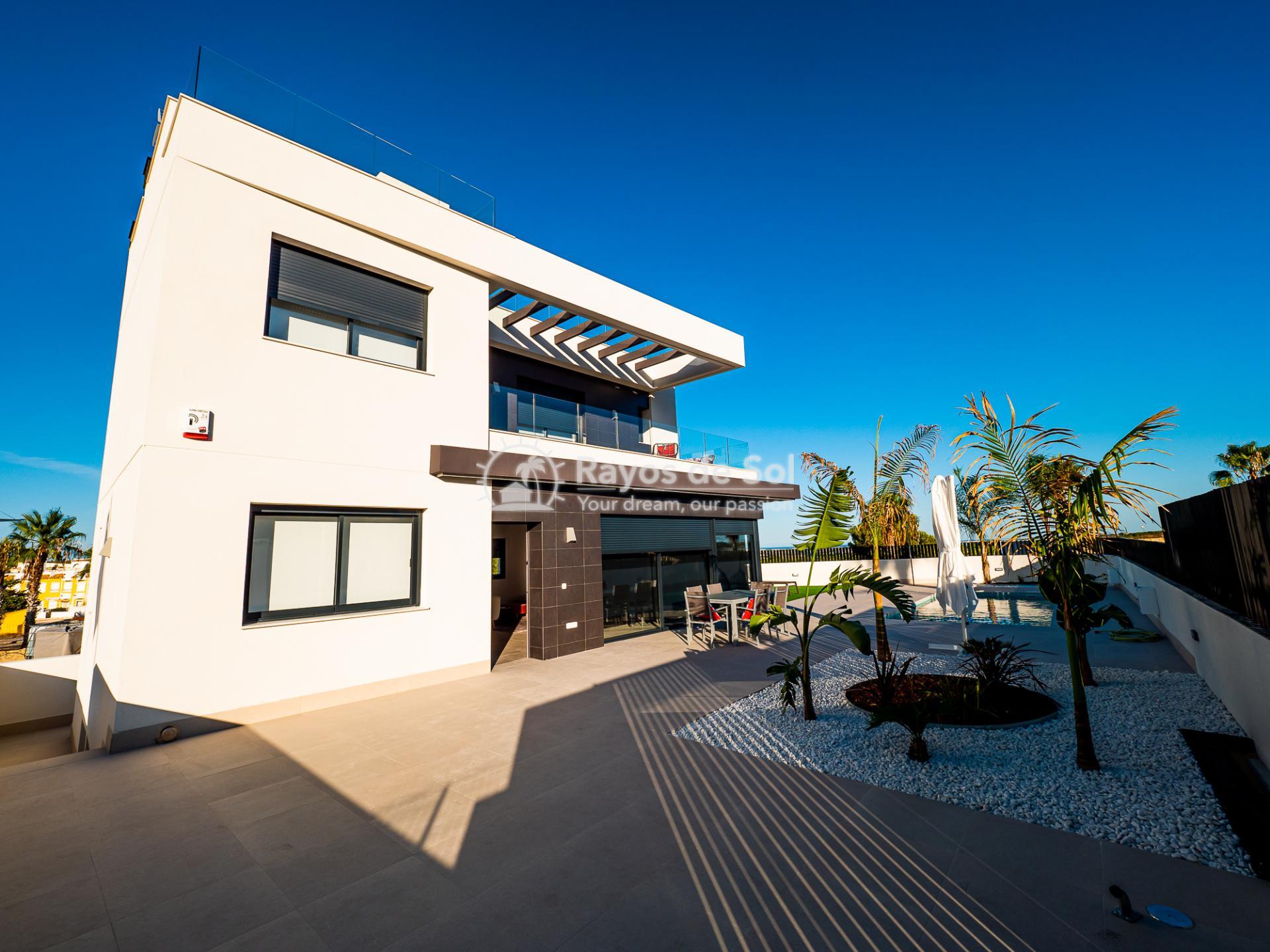Newbuild villas in La Finca, Algorfa, Costa Blanca (LFHELFV3-2) - 64